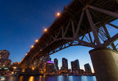 Granville Island Bridge on a Clear Night — 图库照片
