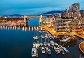 Burrard Bridge Street w centrum miasta Vancouver — Zdjęcie stockowe