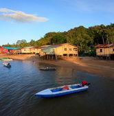 Native abrite au revoir la mer, à bornéo, sabah, malaisie — Photo