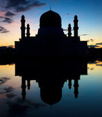 Silhouette and reflection of a mosque at Sabah, Borneo, Malaysia — Stock Photo