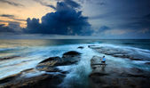 Stormy seascape with lone photohrapher at the Tip of Borneo, Sabah, Malaysia — Stock Photo