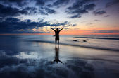 Silhouette of a man with dramatic sunset reflection — Stock Photo
