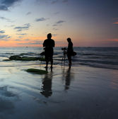 Silhouette of two photographers at sunset — Stock fotografie