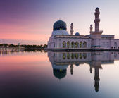 Kota Kinabalu mosque at sunrise in Sabah, Borneo, Malaysia — Stock Photo