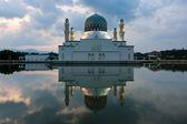 Reflection of Kota Kinabalu city mosque in Sabah, East Malaysia, Borneo — Stock Photo