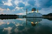 Reflection of Kota Kinabalu mosque in Sabah, East Malaysia, Borneo — Stock Photo