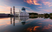Reflection of Kota Kinabalu city mosque at sunrise in Sabah, East Malaysia, Borneo — Stock Photo