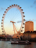 The London eye and Thames — Stock Photo