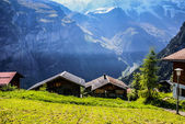 View of the Swiss alps: Beautiful Gimmelwald village, central Sw — Stock Photo