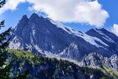 スイス アルプスの眺め: 美しい早朝村、中央 sw — ストック写真