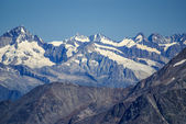 Vysoké hory, pod sněhem v zimě — Stockfoto