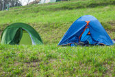 Samotny pole namiotowe na wybrzeżu hiszpanii zdalnego — Foto de Stock