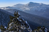 "Snowy mountains and ""bola del mundo"" in Navacerrada, Madrid, Spain — Stock Photo"