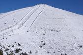 "Snowy mountains and ""bola del mundo"" in Navacerrada, Madrid, Spain — Stock Photo"