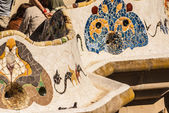 Barcelona Park Guell of Gaudi tiles mosaic serpentine bench mode — Stock Photo