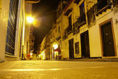 Typical street scene in Cartagena, Colombia of a street with old — Stock Photo