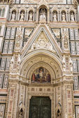 Facade of the Basilica of Saint Mary of the Flower in Florence — Stock Photo