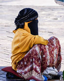 Unidentified woman at a street in Marrakesh — Stock Photo