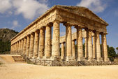 Greek temple in the ancient city of Segesta, Sicily — Stock Photo