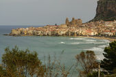 Houses along the shoreline and cathedral in background, Cefalu,  — Stock Photo