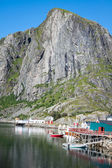 Picturesque fishing town of Reine by the fjord on Lofoten island — Stockfoto