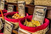 Przyprawy, nasiona i herbaty sprzedawane na tradycyjnym rynku w granada, s — Zdjęcie stockowe