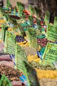Negozio di spezie al mercato orientale a granada, spagna — Foto Stock