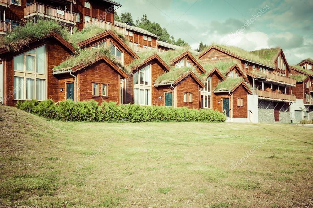 Casa t pica noruego con la hierba en el tejado foto de stock 46556605 depositphotos - La casa en el tejado ...
