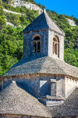 Lavendel tegenover de abbaye de senanque in de provence — Stockfoto