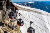 Rote seilbahn eisenbahn, seilbahn, im skigebiet — Stockfoto