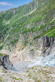Hiking to Argentiere glacier with the view on the massif des Aig — Stock Photo