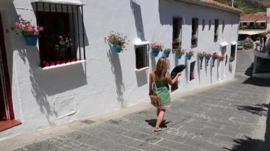Woman walking on a hot day,Mijas,Spain — Stock Video