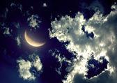 Halv månen på natthimlen — Stockfoto