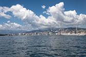 Stora moln över hamnen i Genua, Italien — Stockfoto
