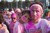 Människor i färg kör event i milano, italien — Stockfoto