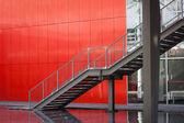 Detalle arquitectónico de una escalera de acero — Foto de Stock