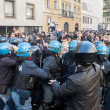 Постер, плакат: Secondary school students clash with police in Milan Italy