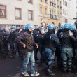Riot police confronts secondary school students in Milan, Italy — Stock Photo