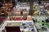 Pohled shora kabin a lidí na chibimart 2013 v Miláně, Itálie — Stock fotografie