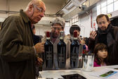 People tasting wines at Golosaria 2013 in Milan, Italy — Stock Photo