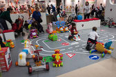 Children playing at G! come giocare in Milan, Italy — Stock Photo