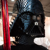 Lego Darth Vader's head at G! come giocare in Milan, Italy — Stock Photo