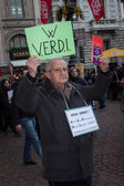 Workers protesting in front of La Scala opera house in Milan, Italy — Stock Photo
