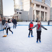 People skating on ice rink in Milan, Italy — Stock Photo