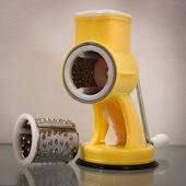 терка для сыра на выставке хоми, главная международная выставка в милан, италия — Стоковое фото