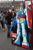 Gundam robot and people at Festival del Fumetto convention in Milan, Italy — Stockfoto