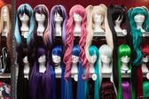 Cosplay wigs on sale at Festival del Fumetto convention in Milan, Italy — Stock fotografie