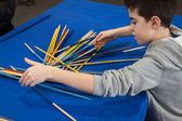 Young boy plays shanghai at Festival del Fumetto convention in Milan, Italy — Stockfoto