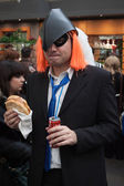Cosplayer eating a sandwich at Festival del Fumetto convention in Milan, Italy — Stok fotoğraf