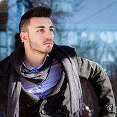 Portrait d'un beau jeune homme — Photo